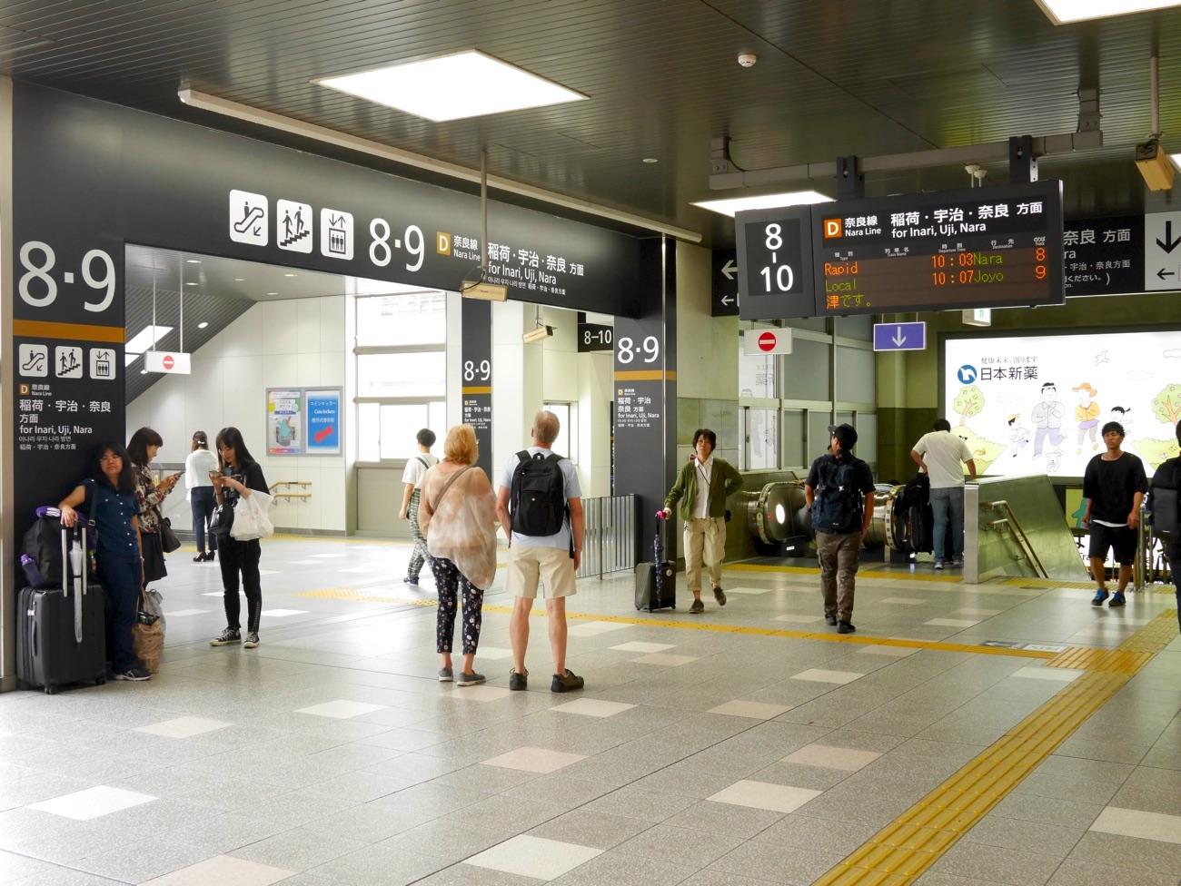 奈良線は京都駅の8-10番のりば