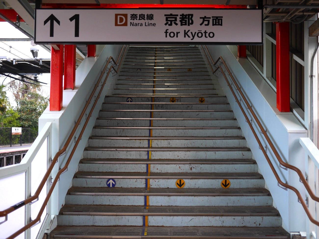 連絡通路への階段