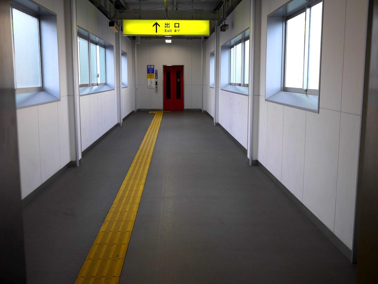 エレベータ専用の連絡通路