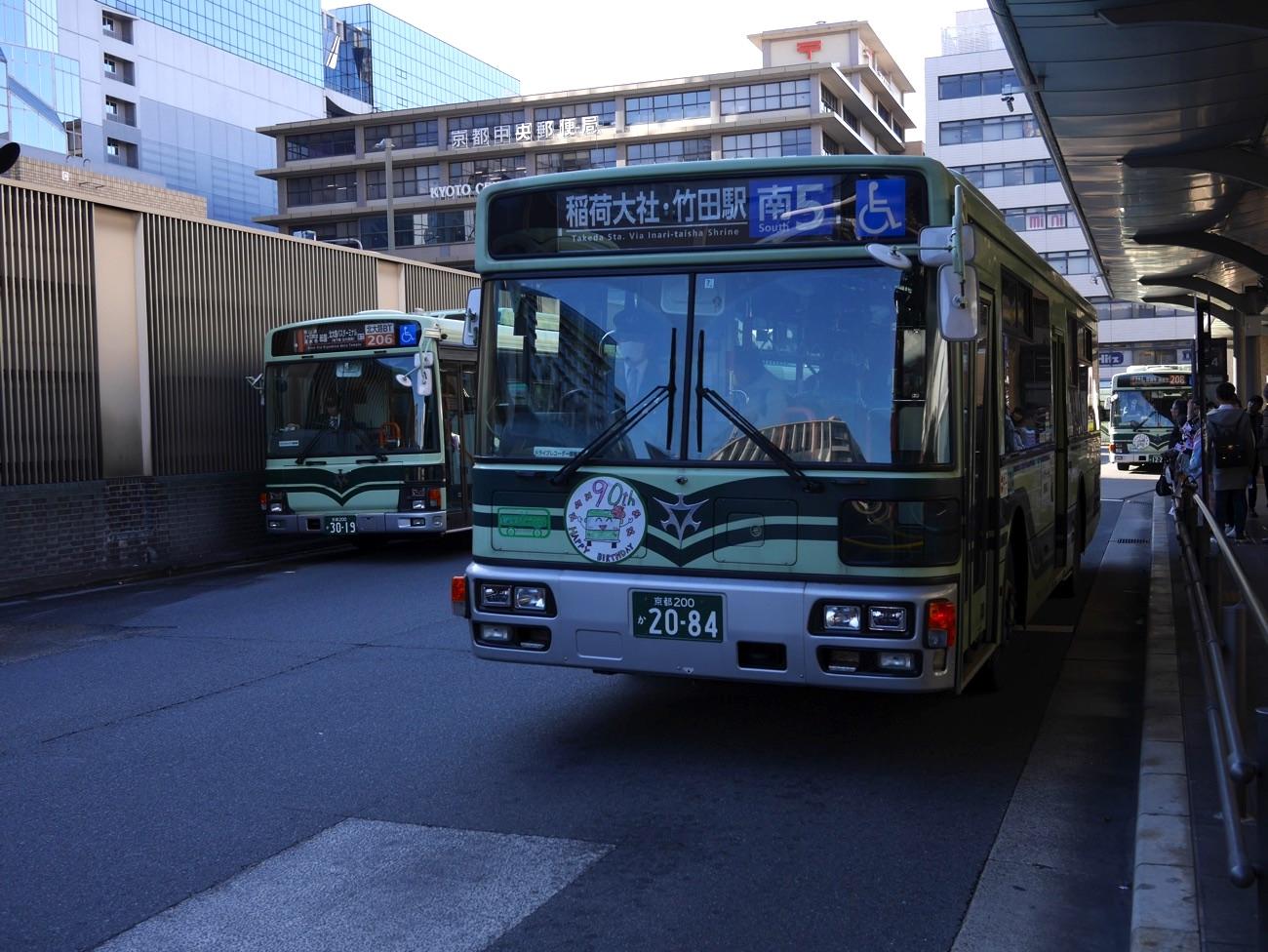 稲荷大社行きのバス