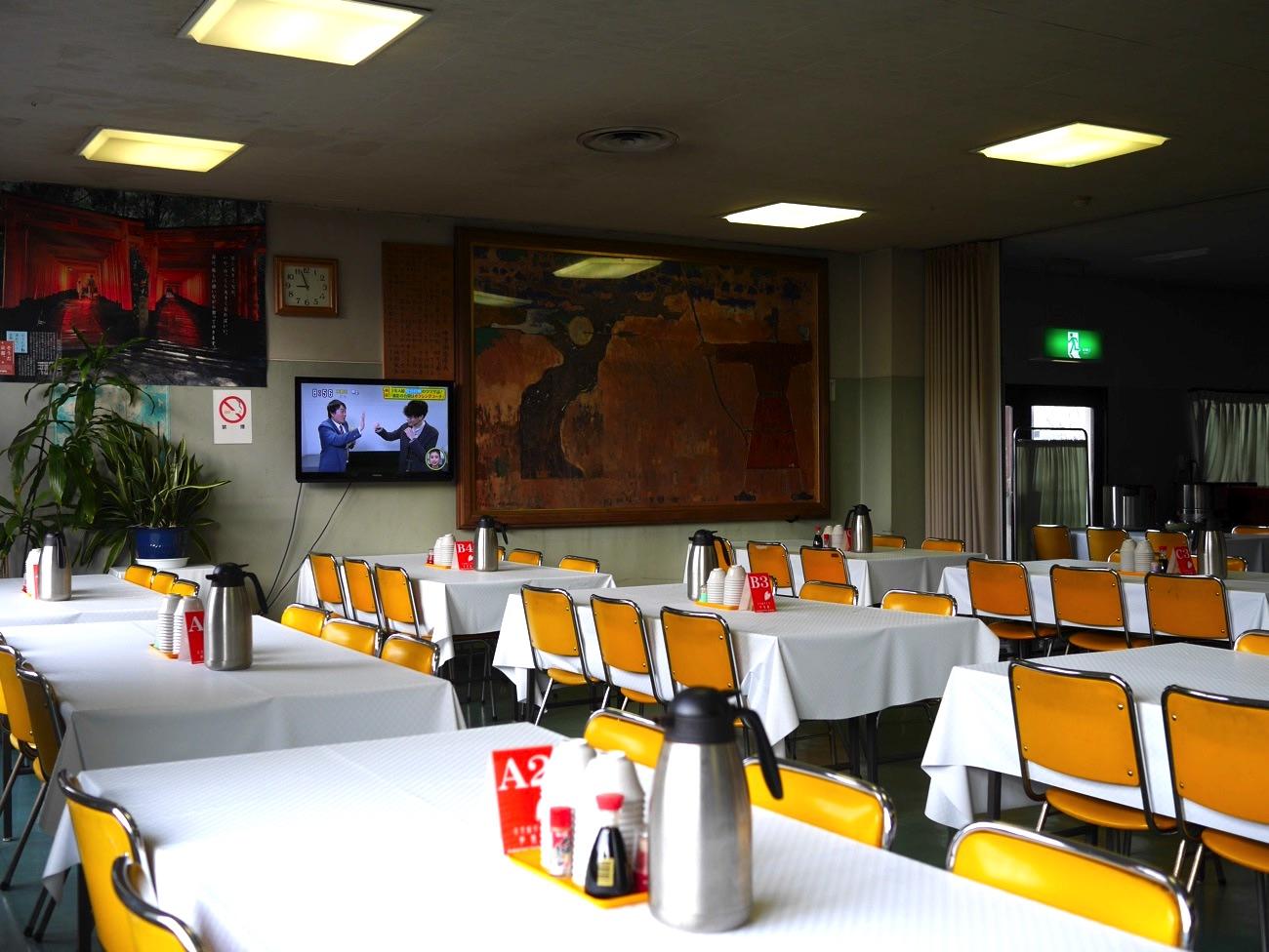 参集殿の食堂