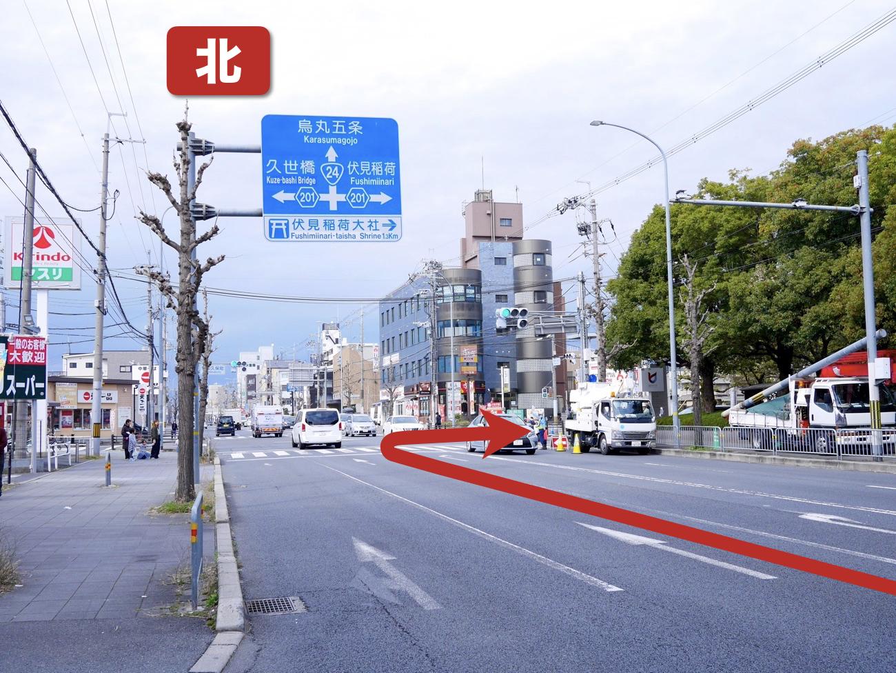 「竹田久保町」の交差点を右折